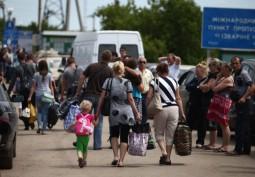 Беженцы из Украины стоят в очередях