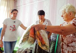 Сковородинские ветераны, с подарками, навестили беженцев из Украины